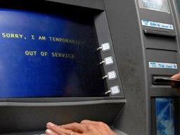 Nhiều máy ATM hết tiền sáng đầu tuần