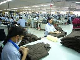 Nhiều doanh nghiệp dệt may đã có đơn hàng đến quý III năm nay