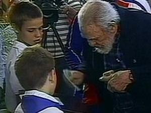 Fidel Castro xuất hiện trước công chúng sau 3 năm