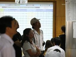 VN-Index giảm 1%, giao dịch lớn gấp rưỡi phiên trước nhờ các lệnh thỏa thuận