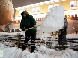 Tuyết rơi mạnh nhất 100 năm gây tắc nghẽn 3.500km đường ở Nga