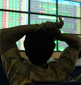 Thị trường giảm mạnh phiên chiều, thanh khoản vượt 200 triệu cổ phiếu