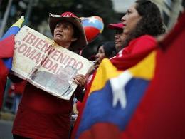 Tổng thống Hugo Chavez bất ngờ trở về Venezuela
