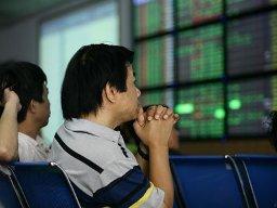 Bluechips kéo VN-Index tăng hơn 3 điểm