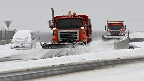 Bão tuyết khiến hàng trăm chuyến bay của Mỹ phải hủy