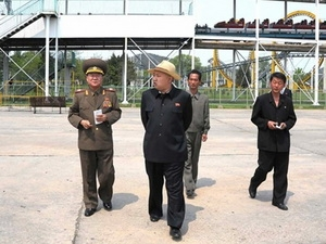 Nhà lãnh đạo Kim Jong-un thị sát diễn tập quân sự