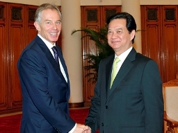 Cựu Thủ tướng Anh Tony Blair tới Việt Nam