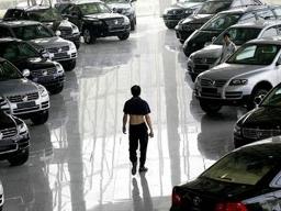 Doanh số bán xe tháng 2 giảm hơn 50% so với tháng trước