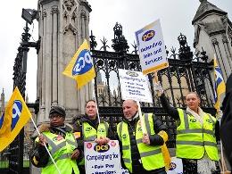 Hàng trăm nghìn công chức Anh biểu tình phản đối cắt giảm ngân sách