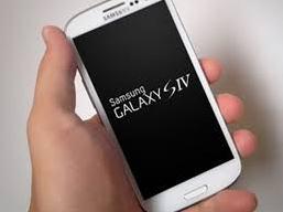 VCSC: Doanh thu bán điện thoại Samsung của PET giảm do chờ Galaxy S4