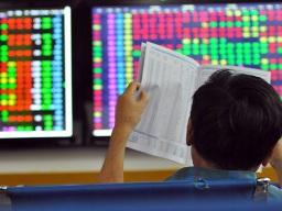 VN-Index tăng nhẹ khi trần lãi suất tiền gửi chính thức giảm
