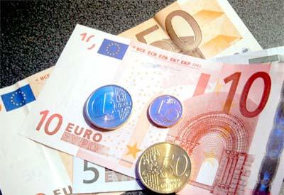 Euro gần thấp nhất 4 tháng khi lo ngại khủng hoảng nợ trở lại