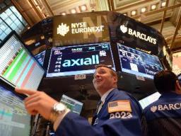 Dow Jones lập đỉnh mới nhờ các số liệu kinh tế Mỹ