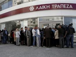Chùm ảnh người dân Síp chờ rút tiền khi ngân hàng mở cửa trở lại