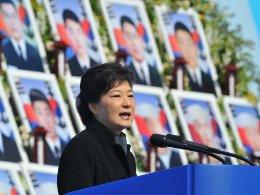 30 ngày đầu tiên đầy sóng gió của tân tổng thống Hàn Quốc