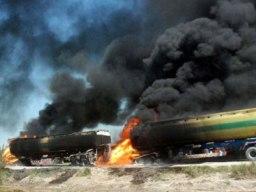 5 xe chở dầu của NATO bị đánh bom