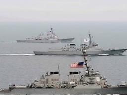 Triều Tiên đưa hai tên lửa tầm trung lên bệ phóng di động