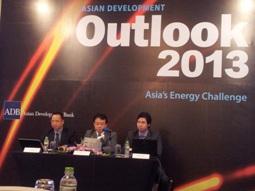 ADB: Cán cân thương mại Việt Nam thặng dư kỷ lục 12,5 tỷ USD trong 2013