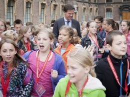 Trẻ em châu Âu ảnh hưởng nặng nề bởi các biện pháp thắt lưng buộc bụng