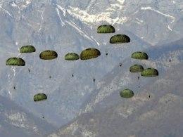 Triều Tiên tập trận nhảy dù gần biên giới Trung Quốc