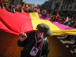 Hoàng gia Tây Ban Nha đối mặt với làn sóng phản đối dữ dội