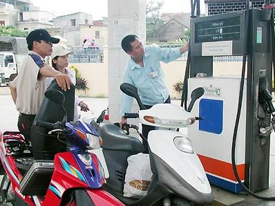 Giá xăng phải giảm 408 đồng/lít trước 19h ngày 18/4