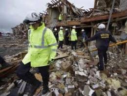 Vụ nổ nhà máy Texas: Tìm thấy 12 thi thể, 60 người vẫn mất tích