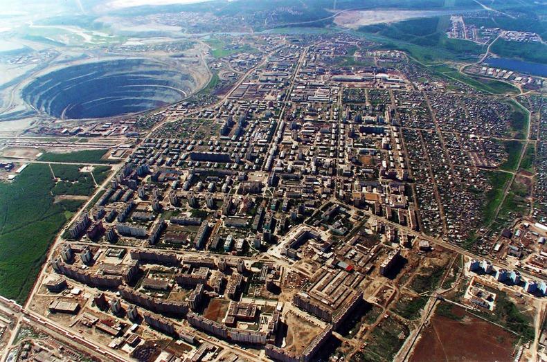 Cận cảnh mỏ kim cương bỏ hoang lớn nhì thế giới