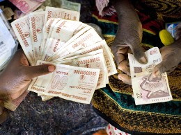 Kinh doanh tiền tệ: Nghề mới hái ra tiền ở Zimbabwe