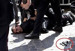 Xả súng ngoài dinh thủ tướng Italia vào lễ nhậm chức
