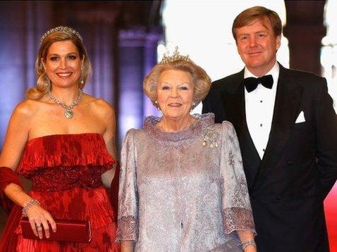 Nữ hoàng Hà Lan chính thức thoái vị, nhường ngôi cho con trai