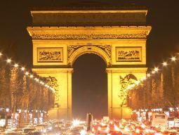 Pháp sơ tán công dân khỏi Khải Hoàn Môn do sợ bị đánh bom