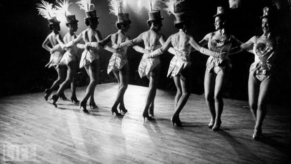 Chùm ảnh về những vũ nữ thoát y đầu tiên tại Paris