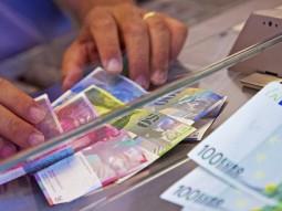 Vẫn cần duy trì giới hạn tỷ giá cho franc Thụy Sỹ