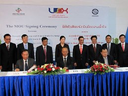 Sở giao dịch chứng khoán Lào ký biên bản ghi nhớ với HNX và HSX