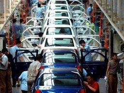 Sản lượng công nghiệp Trung Quốc tăng thấp hơn dự báo
