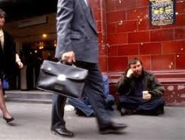 OECD: Khoảng cách giàu nghèo ở các nước phát triển ngày càng tăng