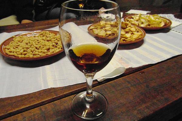 Thăm hầm rượu vang dưới lòng đất lớn nhất thế giới
