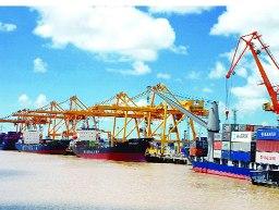 Việt Nam nhập siêu 723 triệu USD trong 4 tháng đầu năm