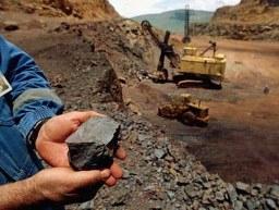 Giá quặng sắt xuống thấp nhất 5 tháng