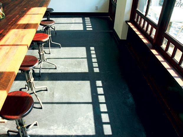 Cafe trong nắng sớm Sài Gòn