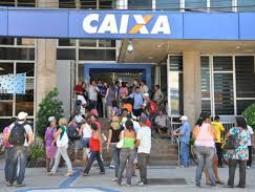 Người dân Brazil ồ ạt rút tiền khỏi các ngân hàng