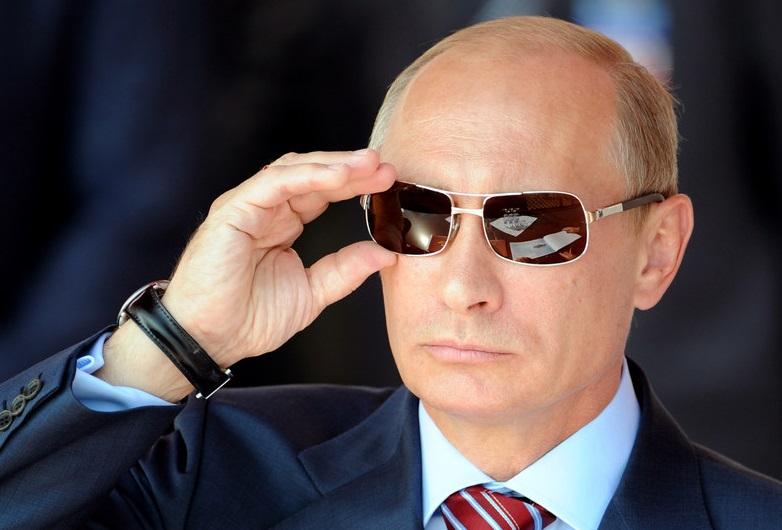 Khi đàn ông nổi tiếng đeo kính râm