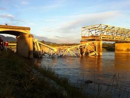 Sập cầu cao tốc nối Mỹ và Canada