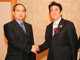 Phó Thủ tướng Nguyễn Thiện Nhân hội kiến Thủ tướng Nhật Bản Shinzo Abe