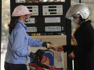 Doanh nghiệp đầu mối lại xin tăng giá xăng dầu