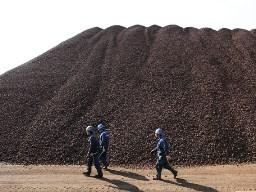 Giá quặng sắt xuống thấp nhất 7 tháng