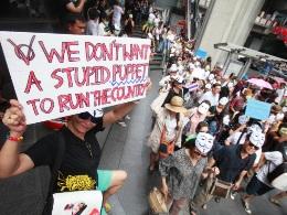 Biểu tình mặt nạ trắng phản đối chính phủ bùng phát ở Thái Lan