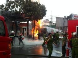 Đám cháy tại cây xăng đường Trần Hưng Đạo được dập tắt: Nhìn cận cảnh