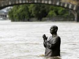 Hàng chục nghìn người sơ tán vì lũ lụt ở châu Âu